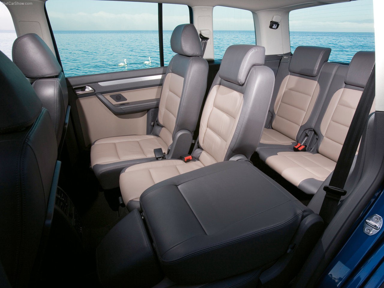 vw touran 10 high quality vw touran pictures on. Black Bedroom Furniture Sets. Home Design Ideas