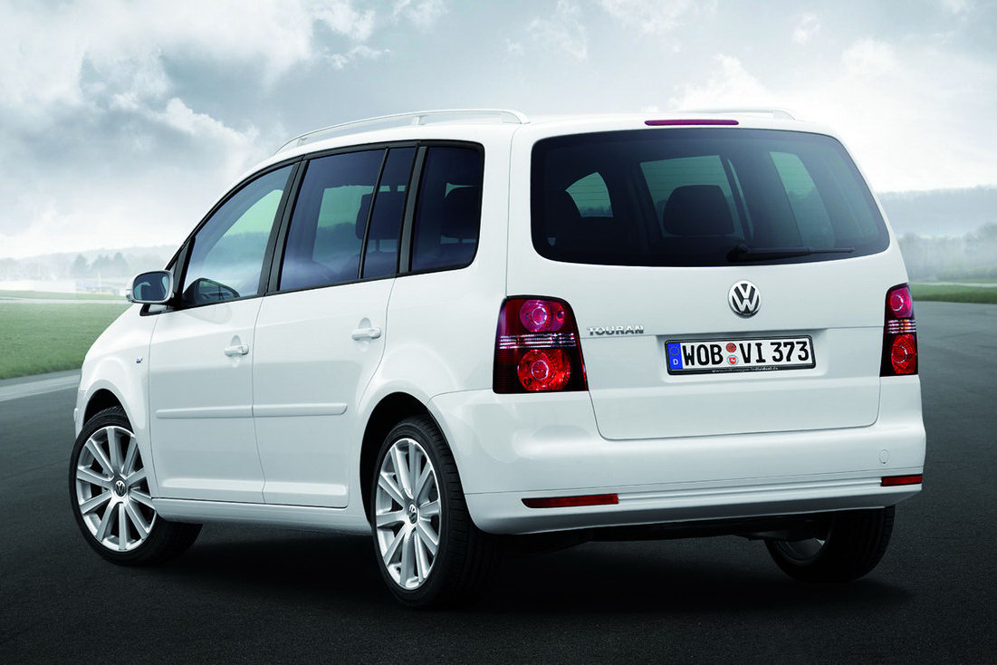 vw touran 12 high quality vw touran pictures on. Black Bedroom Furniture Sets. Home Design Ideas