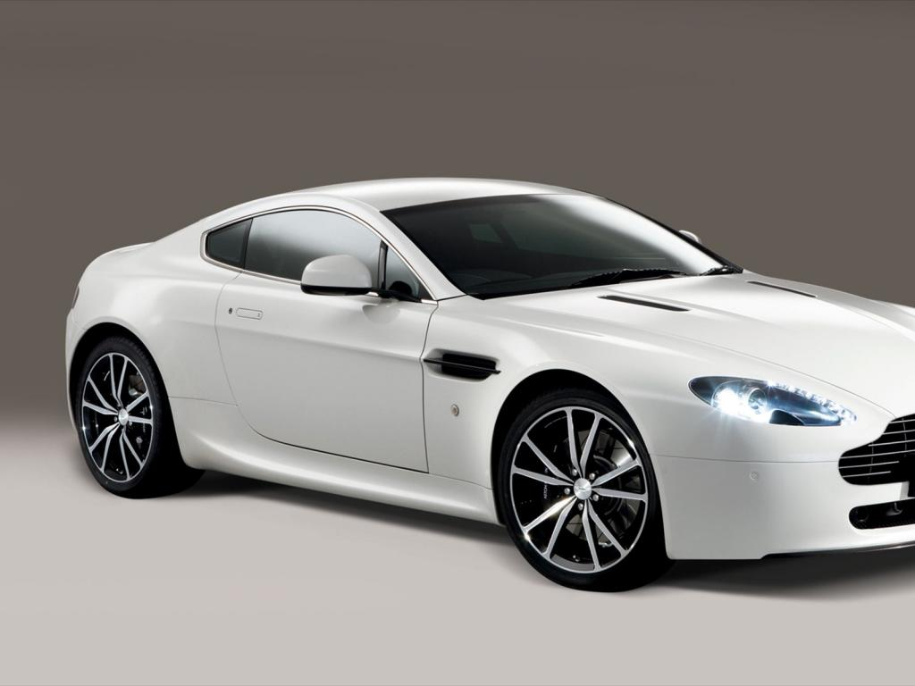 Aston Martin Vantage 9 High Quality Aston Martin